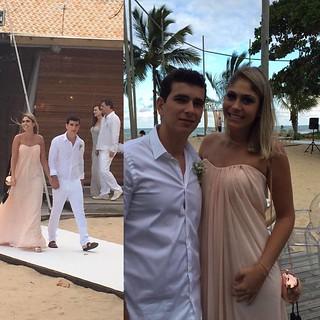Ana Pessoa usando Clutch e vestido Premier em casamento em Trancoso