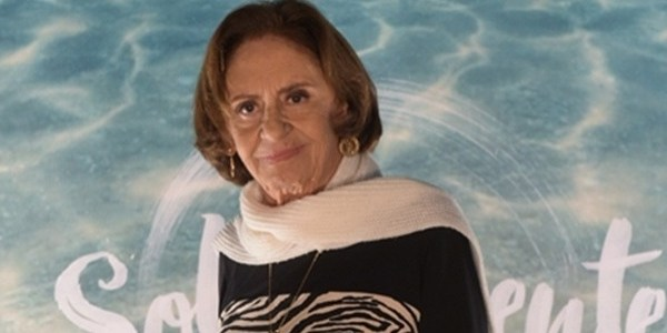 """Pouca coisa me encanta na TV hoje"", diz Laura Cardoso, 88 anos"