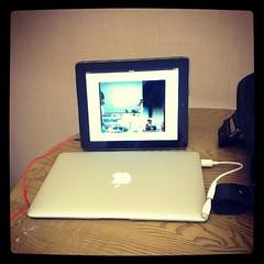 ประชุมผ่าน iPad กับทีมญี่ปุ่น ไทย แต่ผมอยู่เวียดนาม ใช้มือถือต่อ webex เปิด slide โคตรเจ๋งเลยว่ะ ทำงานได้ทุกที่ทั่วโลก (ข้อให้มี internet) #PomVN