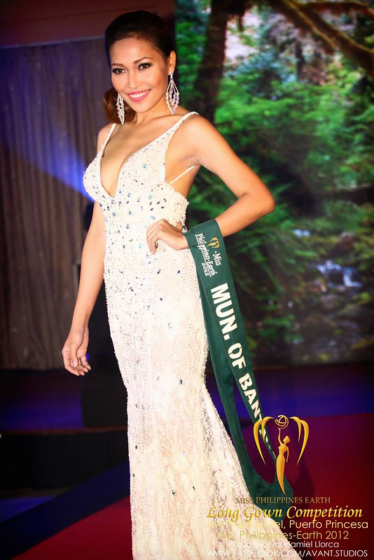 Jana Siratranont in the Miss Philippines Earth 2012 Long Gown Competition