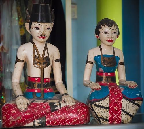 172/366 - Wooden Javanese bride and groom by Flubie