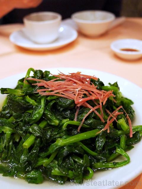 sauteed pea shoots HK$125
