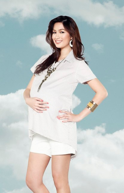 [Photo 1a] - White maternity shorts, beige with soft polka dot print collared top