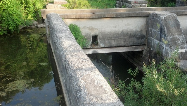 How a Canal Crosses a River