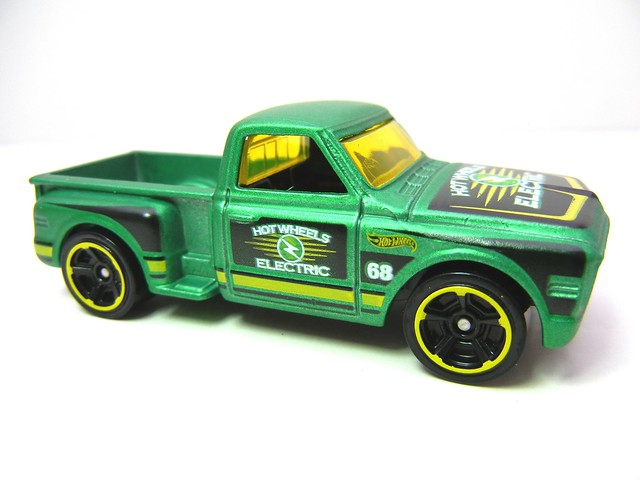 hot wheels custom '69 chevy pickup green  (3)