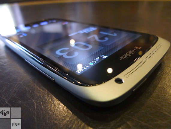 HTC One S - Front