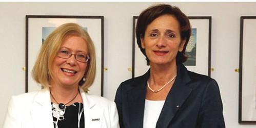 Elaine Nic a' Ghobhainn BPA (clì) agus an Dr Bernadette Mennel (deas)
