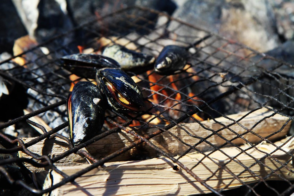 Roasting mussels