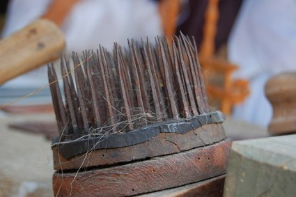 Tool for spinning flax, separating fibers