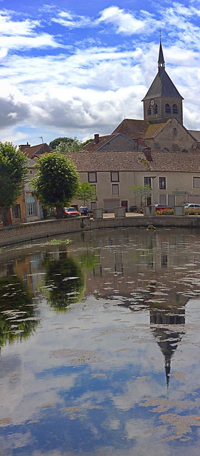 Reflet de l'église de Laignes