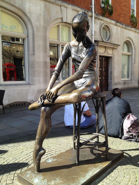 """Young Dancer"" bronze statue, Enzo Plazzotta, Broad Street, Covent Garden"
