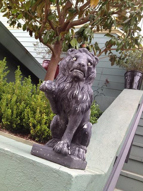 Crazy eyed lion statue, Noe Street