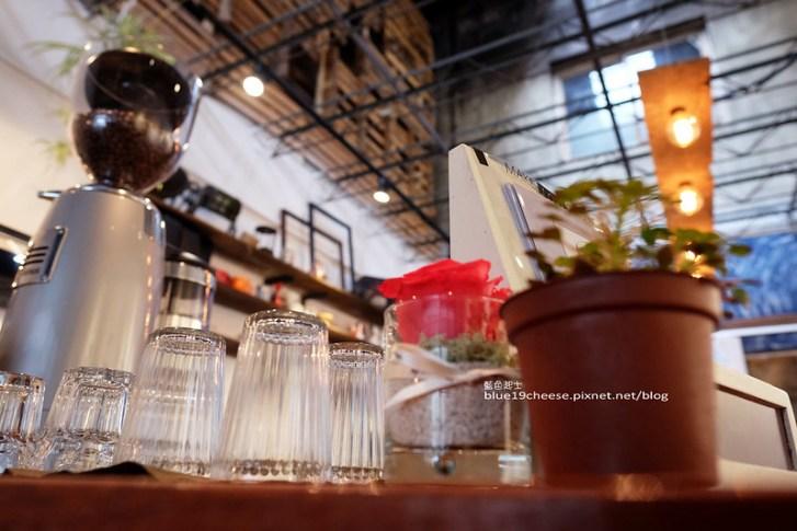 28942366003 bf393568de c - 民生咖啡People&Life.Cafe-復古氛圍老屋咖啡館.加入許多老傢私元素.展區牆.餅乾吐司咖啡香.近向上國中