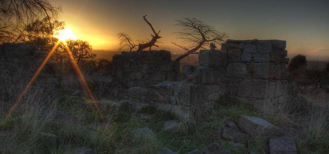 Sunrise at Dundonald Ruins 2012-05-10 (_MG_7697-702)