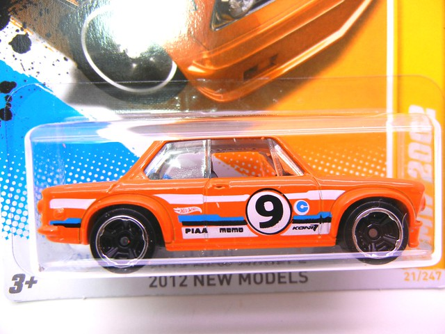hot wheels bmw 2002  (2)