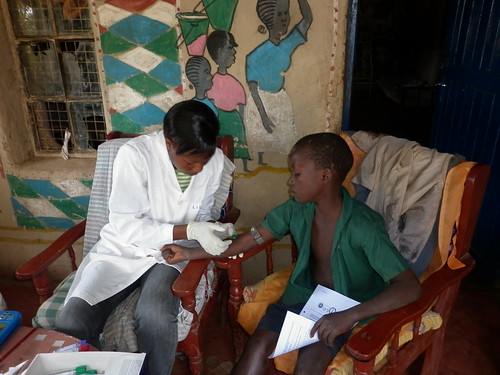 Lorren Alumasa, ILRI clinical technician with the PAZ project collecting blood sample from a study participant