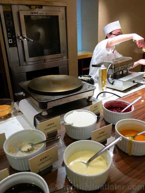 Buffet Breakfast at Cafe, Grand Hyatt Taipei- pancake & waffle station
