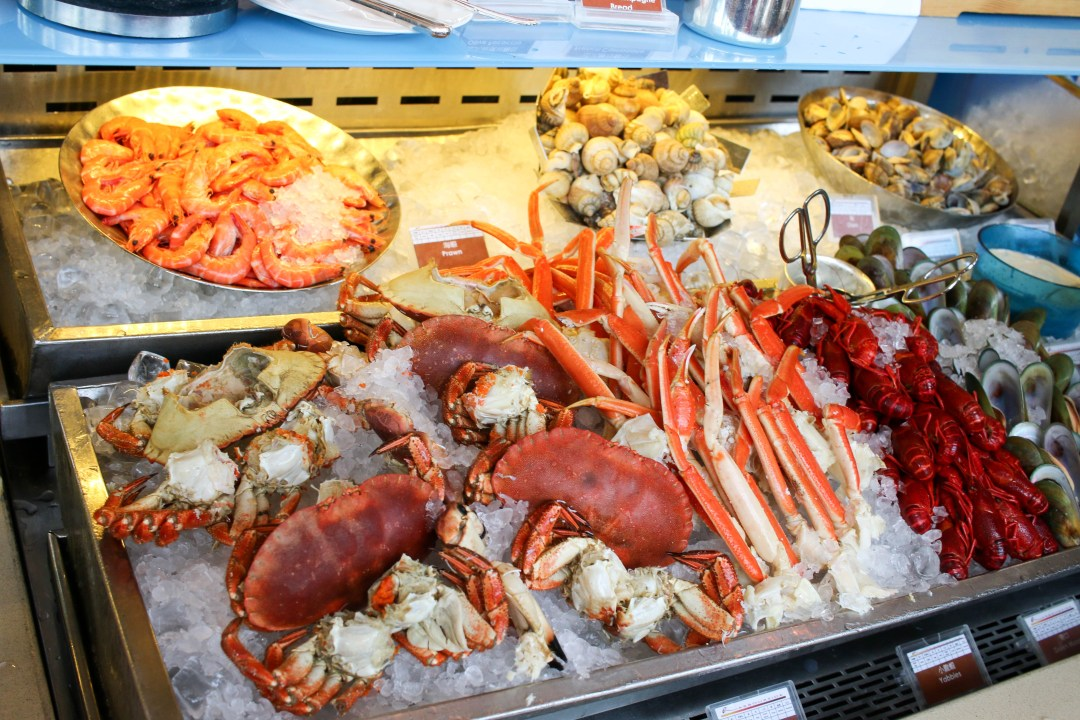 Seafood display including crabs, prawns and mussels