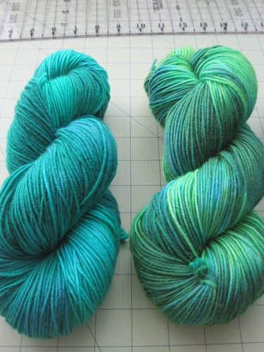Skeins 1 (left) and 3 (right) side-by-side greens comparison
