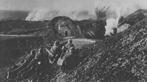 Verdun great war photos the western front was more than 450 miles long and the british army at one point occupied just over a hundred miles of it sometimes it is easy to forget publicscrutiny Choice Image