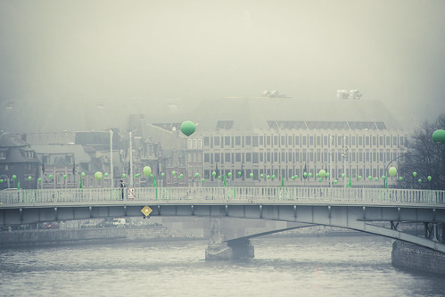 The Green Balloons (Passerelle, Liège) - Photo : Gilderic