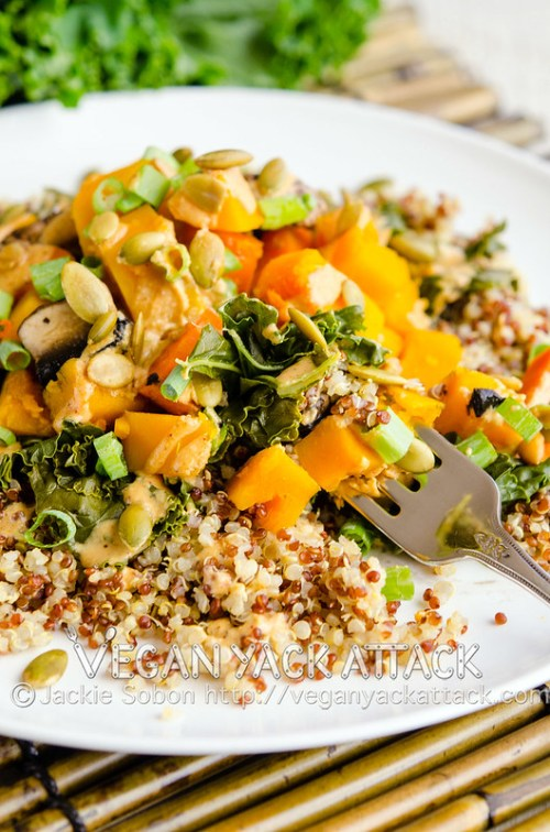Steamed butternut squash, kale and quinoa topped with a Southwestern tahini sauce and pepitas. A wholesome, plant-based dinner that never fails to hit the spot.