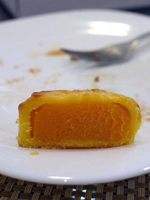 The Peninsula HK's Mini Egg Custard Mooncakes -001