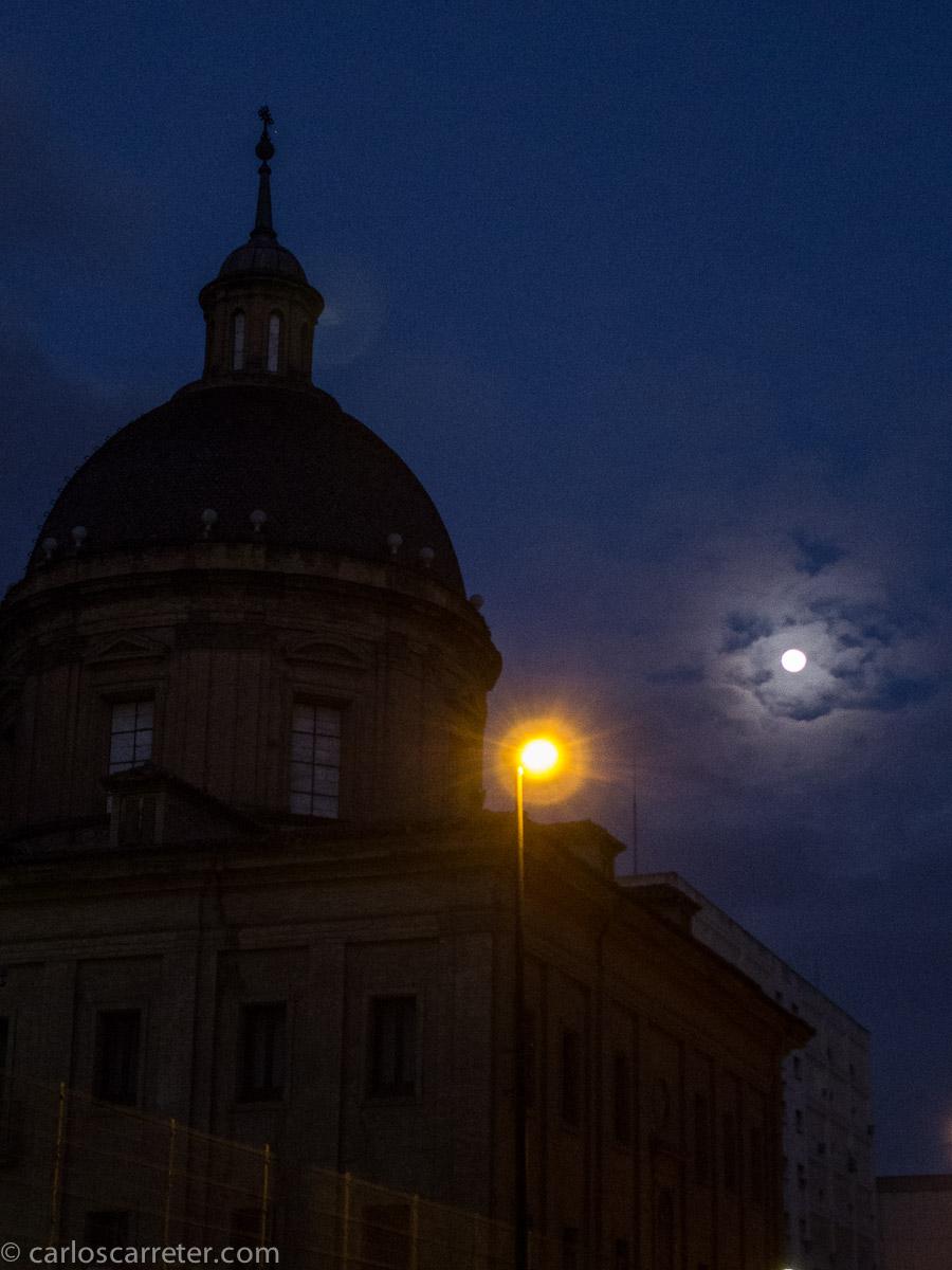 Luna, lucero y farola