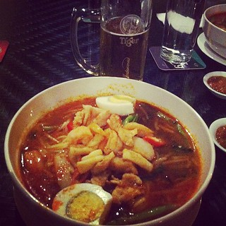 Prawn mee & tiger beer - Malaysian dinner!