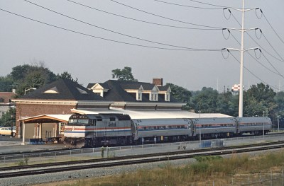 5 More Amtrak F40PH Photos