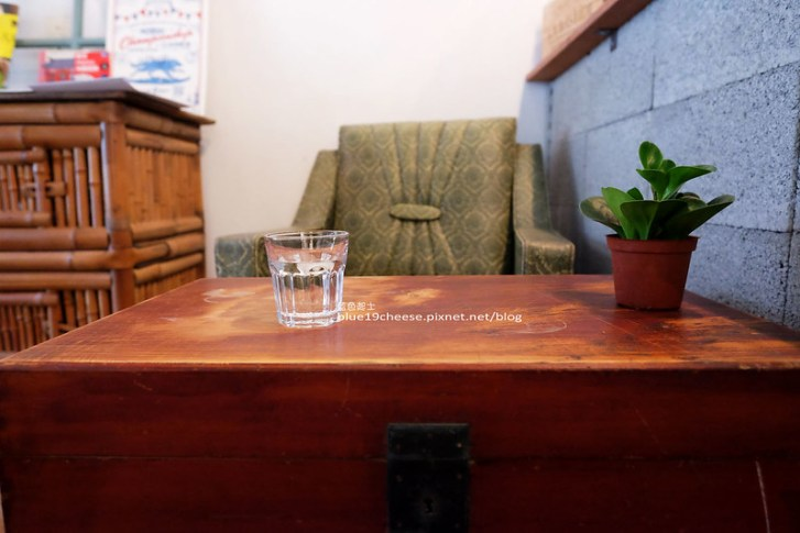 29485411551 989b86fe76 c - 民生咖啡People&Life.Cafe-復古氛圍老屋咖啡館.加入許多老傢私元素.展區牆.餅乾吐司咖啡香.近向上國中