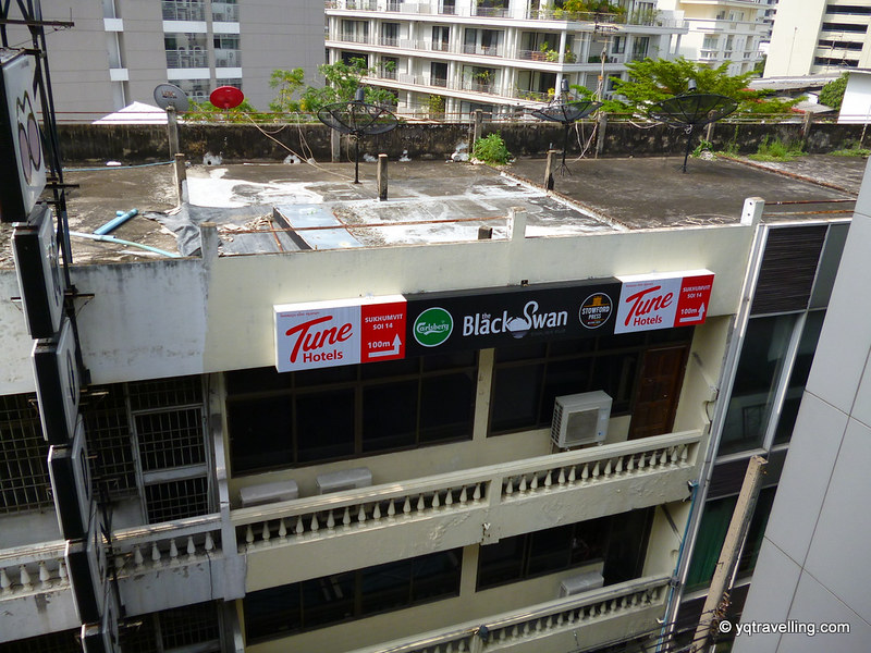 Sign pointing to Tune Hotel at Asoke station