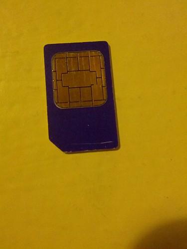 *la* carte SIM (autre côté)