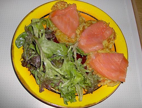 Lachs auf Kartoffelpuffer
