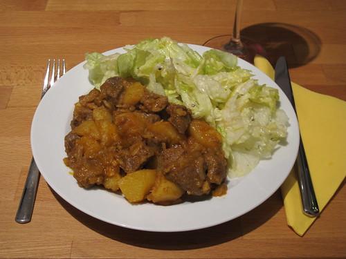 Lamm-Kartoffel-Curry und Eisbergsalat