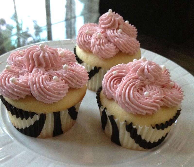 Chiffon Cupcakes w/ Strawberry Swiss Meringue Buttercream