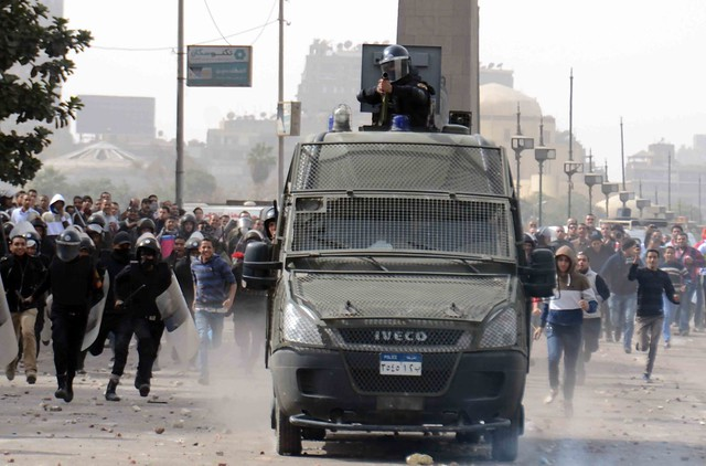 Protesters battle police in Cairo's Tahrir Square on the second anniversary of Egypt's January 25 revolution. Credit: Khaled Moussa al-Omrani/IPS