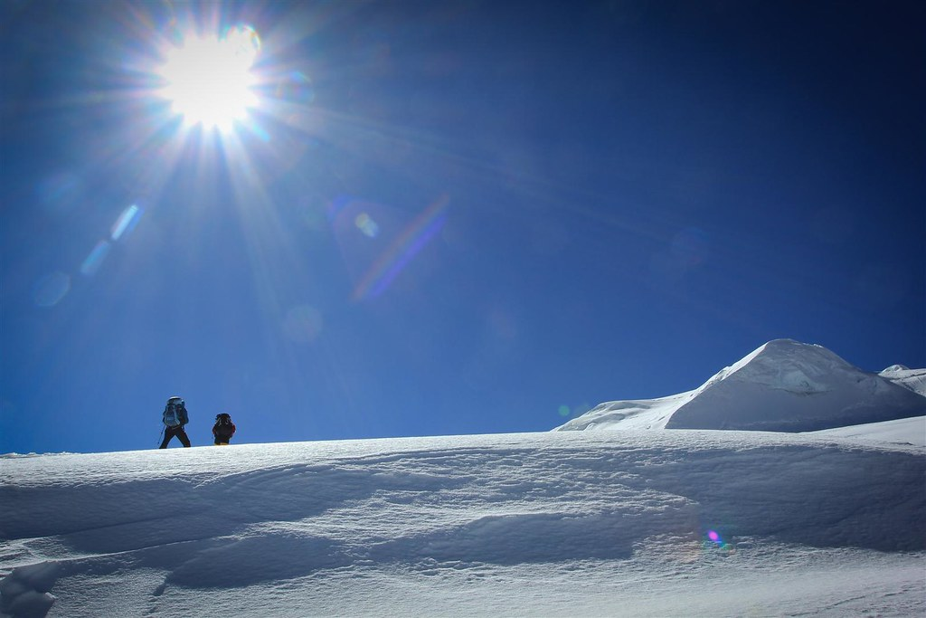 Katrijn and Nima Sherpa pushing towards the 6476m summit of Mera Peak.