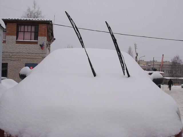 Сугробик с «дворниками» // Snowdrift with wipers
