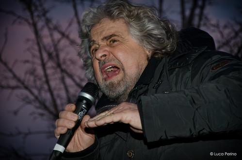 Beppe Grillo tijdens een bijeenkomst in Susa (Piemonte) begin februari tsunami