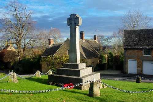 20121202-25_Longborough Memorial Cross + Village Green by gary.hadden