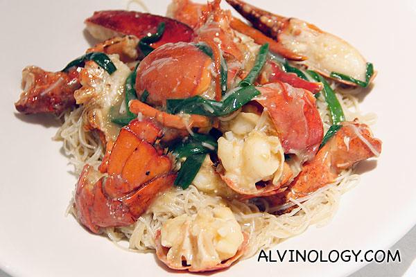 波士顿龙虾焖米粉 Stewed, Boston lobster, mee hoon (Market price)