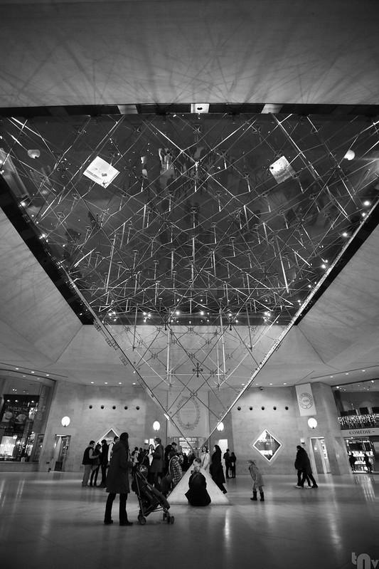 Paris by night - Inverted Pyramid