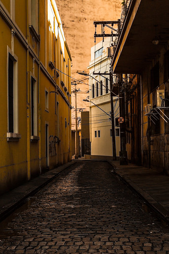 The Alley by Luiz L.