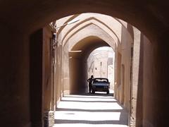Ruela dentro da cidade antiga de Yazd