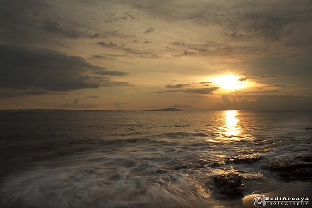 Senja di Pantai Cupel