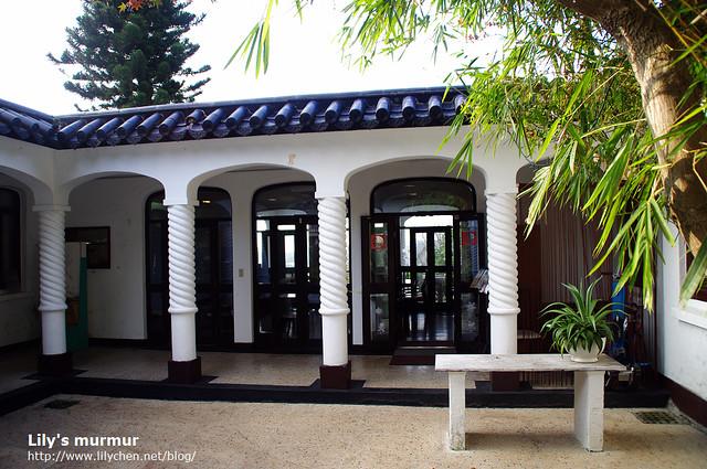 這就是咖啡廳「有不為齋」的入口,我喜歡大師設計的柱子,特別又帶點西式的夢幻。
