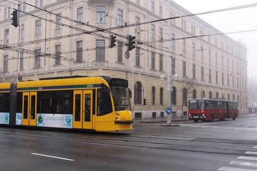 Combino Supra #2030 passes a stopped trolleybus
