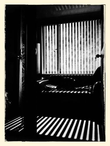 Esta tarde como una sombra by Julio César Correa