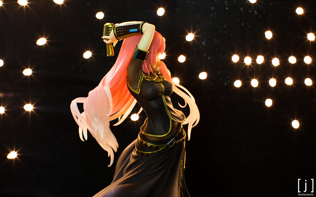 Megurine Luka: Tony Ver. - Side View